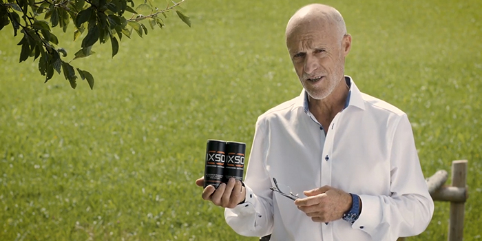 Toni Innauer mit IXSO-Getränk